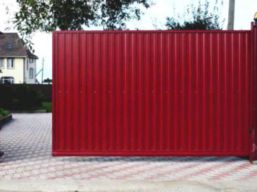 заборы из профнастила с откатными воротами